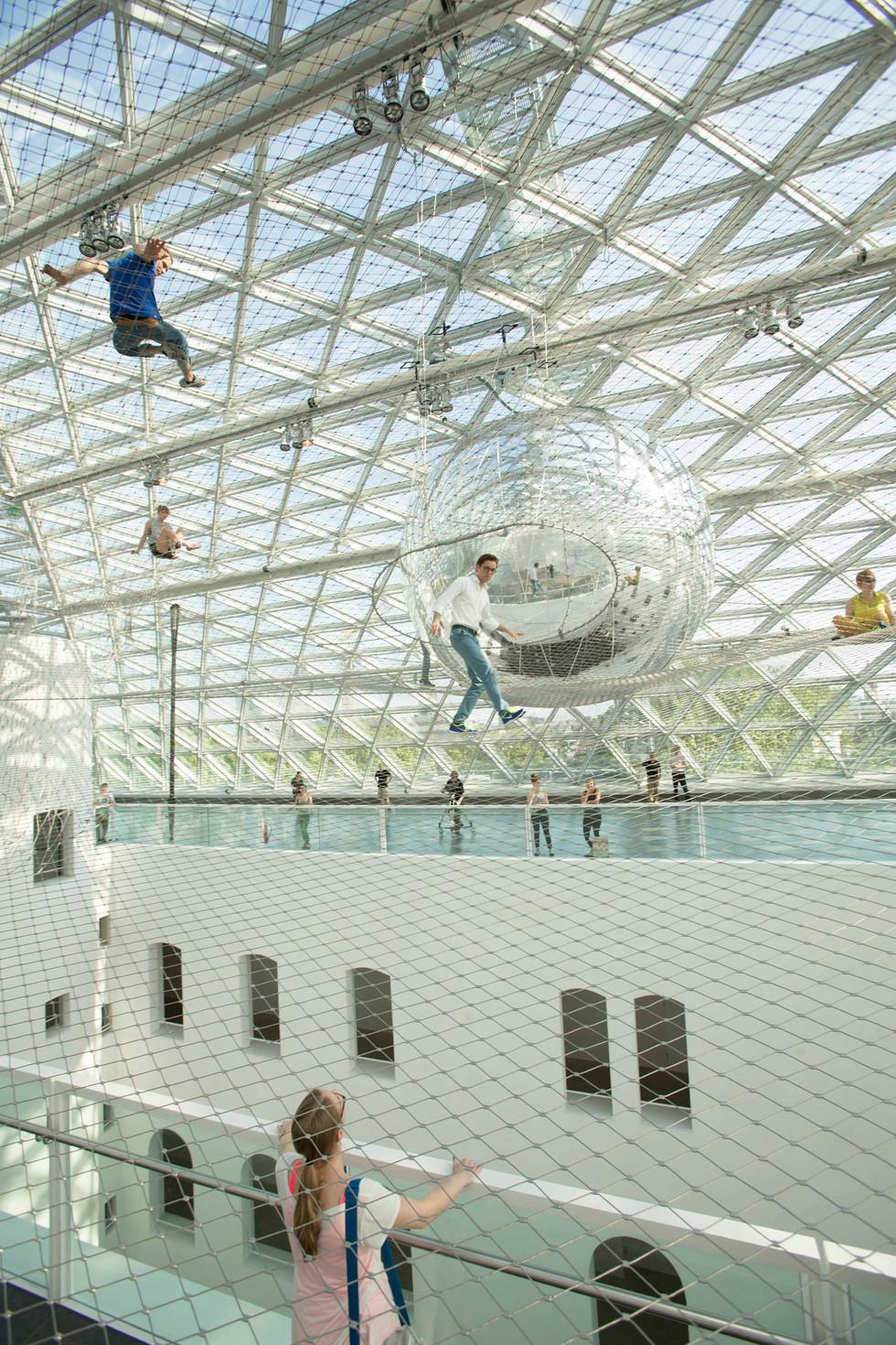 Tomás Saraceno im Orbit, Kunstsammlung NRW K21