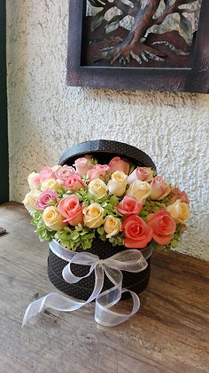 Caja redonda con rosas y Hortencias