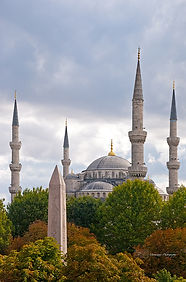 Photograph of the iconic Blue mosque in Istanbul, Turkey.