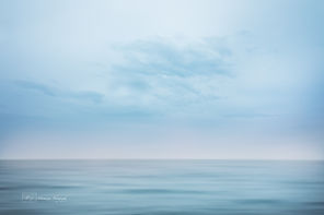 A minimalist photograph if the pacific ocean.