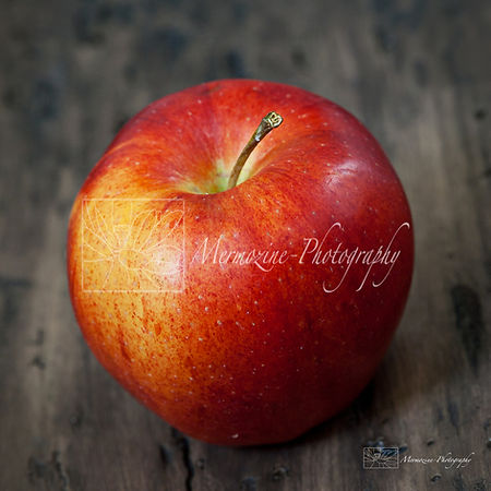 Food photography: apple.