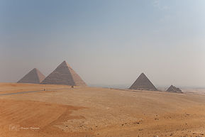 Photograph of the pyramids of Giza, in Egypt.