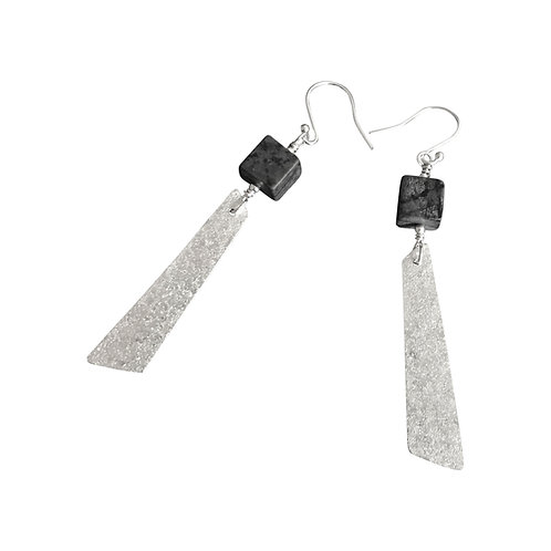 Cube earrings with drop