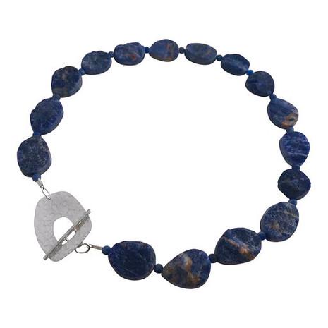 Feature clasp necklace