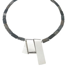 Streamer necklace