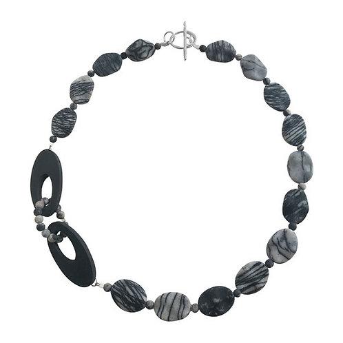 Oval interlinked necklace