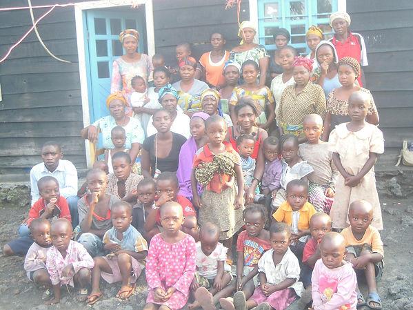 Tchukudu women and their children.jpg