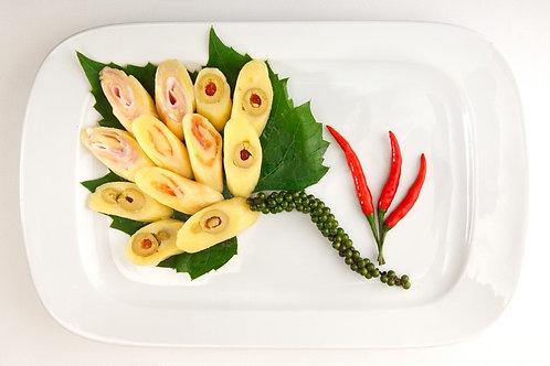 Чиз-роллы, начиненные зелеными оливками, натуральной ветчиной и семгой, 100 гр.