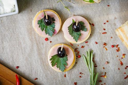 Канапе с ветчиной, сыром Гауда и оливками (бутерброд), 25 гр.