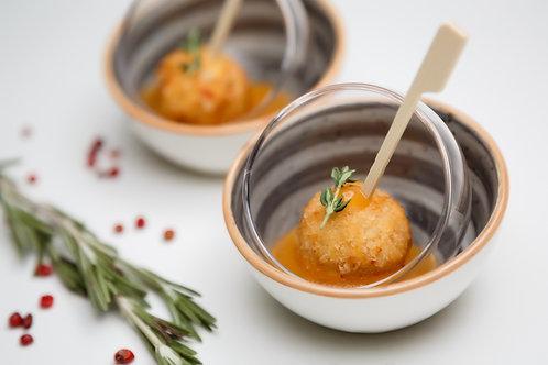 Чикенбол с абрикосовым соусом украшен веткой розмарина, 20/20 гр.