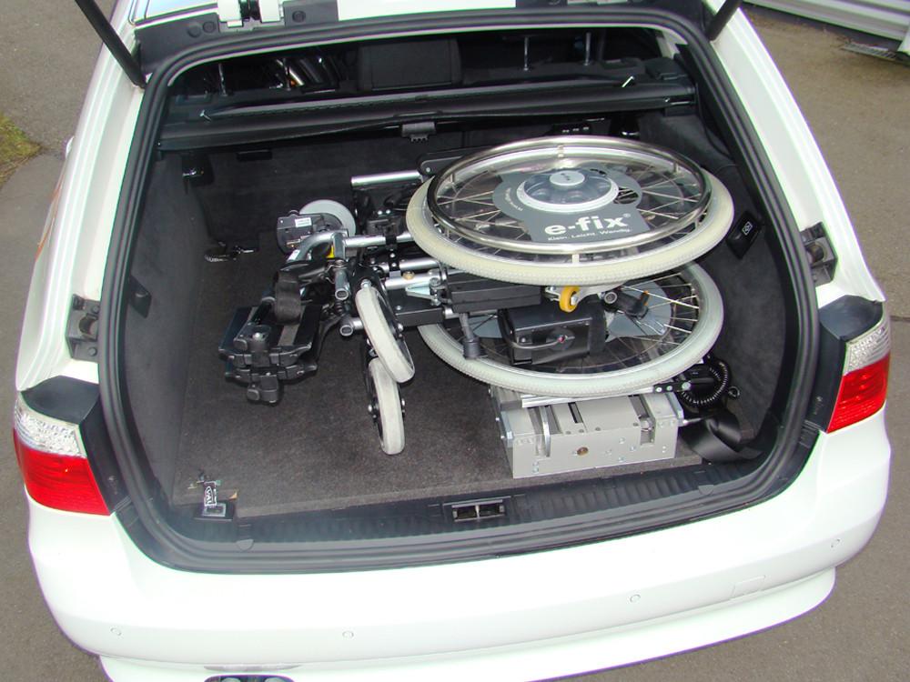 ladeboy-liegend-im-kofferraum.jpg