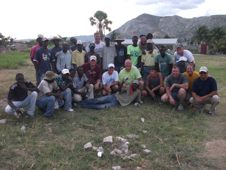 2011-07 mission team & Hatian workers.JP