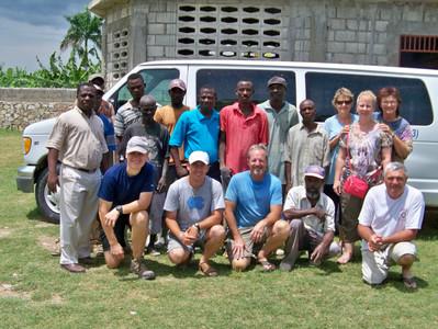 2013-07 Mission team & work crew.JPG