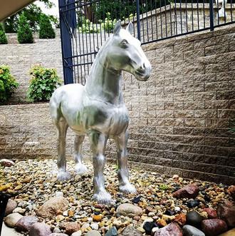 Horse Statue Install