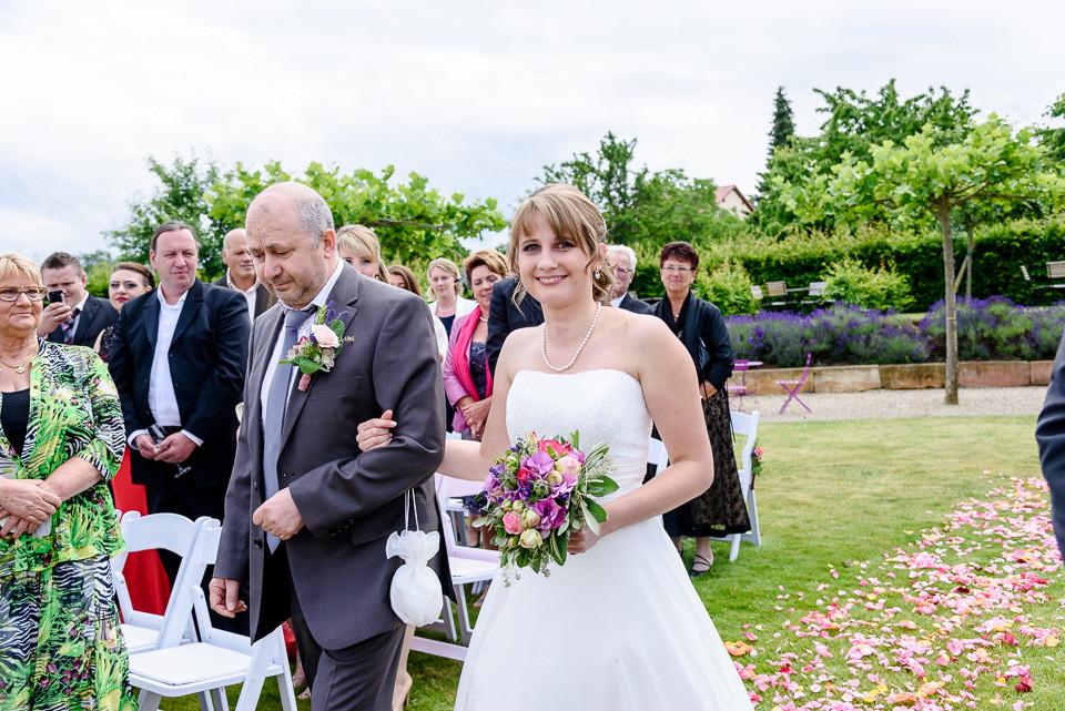 Hochzeitsfotograf Roger Rachel 2015 Pfalz-Neustadt-Gimmeldingen-Netts Restaurant und Landhaus-freie Trauung-romantisch Hochzeitsfotos natuerlich froehlich ungestellt 32.jpg