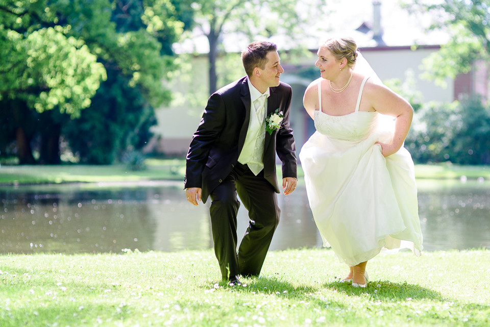 Hochzeitsfotograf_Roger_Rachel_2015_Schwetzingen-Schlosspark-fröhlich-ungestellt_Hochzeitsfotos_natuerlich_froehlich_ungestellt_12.jpg