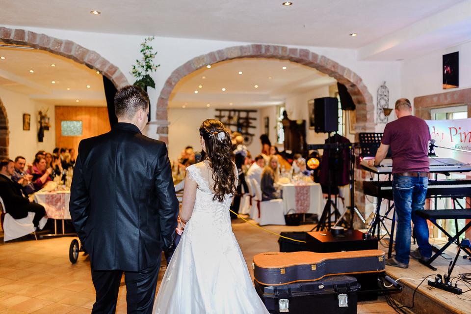 Hochzeitsfotograf_Roger_Rachel_2015_Pfalz-Forst-Deidesheim-fröhlich-romantisch_Hochzeitsfotos_natuerlich_froehlich_ungestellt_45.jpg