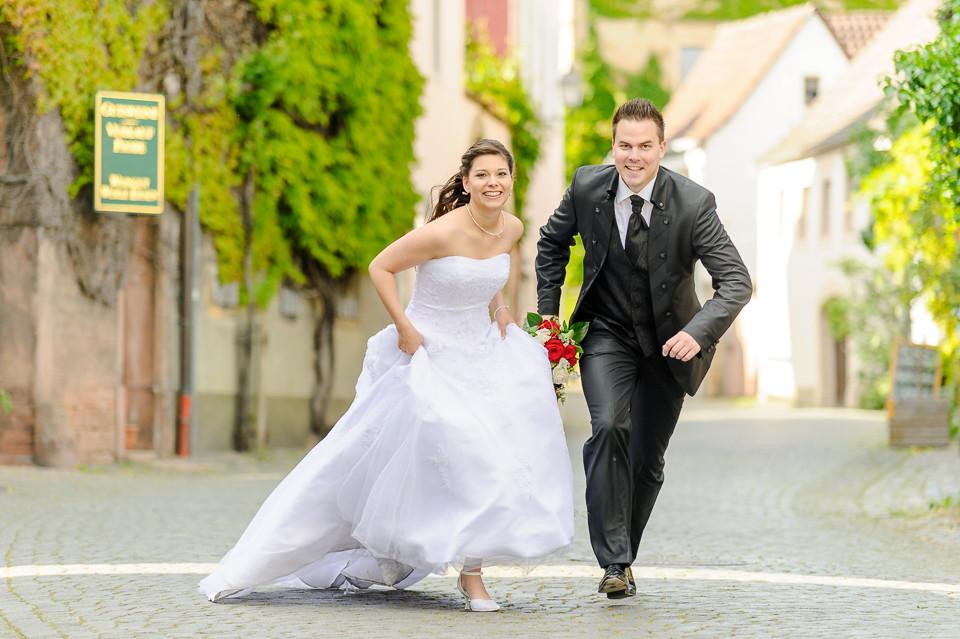 Hochzeitsfotograf_Roger_Rachel_2015_Pfalz-Forst-Deidesheim-fröhlich-romantisch_Hochzeitsfotos_natuerlich_froehlich_ungestellt_01.jpg