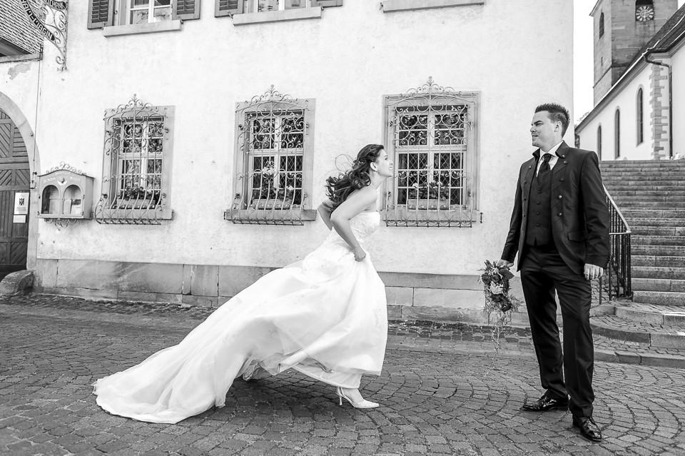 Hochzeitsfotograf_Roger_Rachel_2015_Pfalz-Forst-Deidesheim-fröhlich-romantisch_Hochzeitsfotos_natuerlich_froehlich_ungestellt_13.jpg