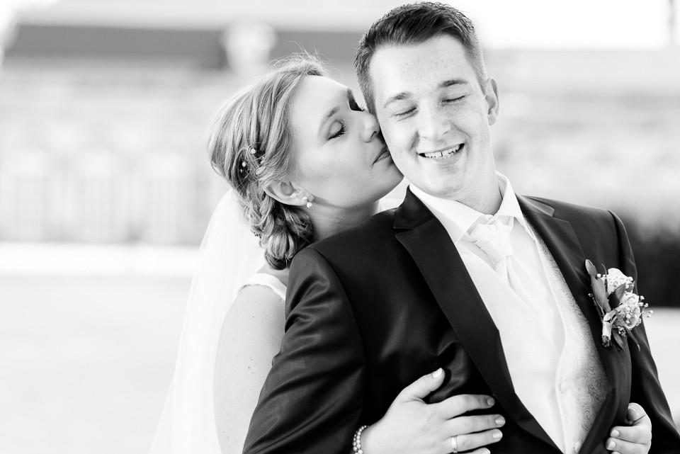 Hochzeitsfotograf_Roger_Rachel_2015_Schwetzingen-Schlosspark-fröhlich-ungestellt_Hochzeitsfotos_natuerlich_froehlich_ungestellt_08.jpg