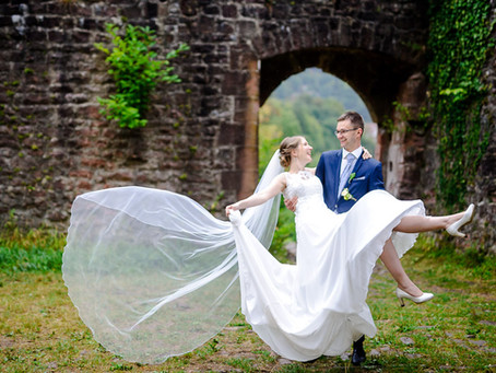 Elisabeth und Sebastian feiern Hochzeit auf der Mittelburg Neckarsteinach