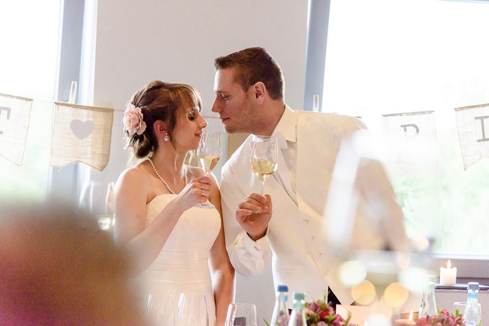 Hochzeitsfotograf Roger Rachel 2015 Pfalz-Neustadt-Gimmeldingen-Netts Restaurant und Landhaus-freie Trauung-romantisch Hochzeitsfotos natuerlich froehlich ungestellt 59.jpg