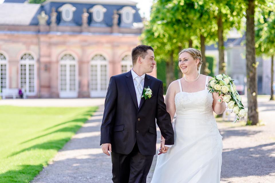 Hochzeitsfotograf_Roger_Rachel_2015_Schwetzingen-Schlosspark-fröhlich-ungestellt_Hochzeitsfotos_natuerlich_froehlich_ungestellt_01.jpg