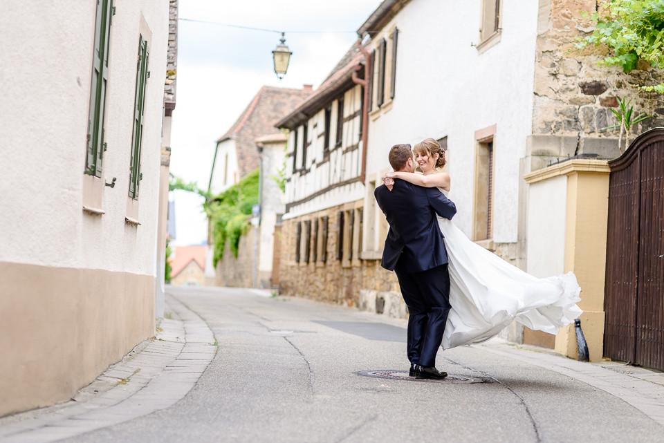 Hochzeitsfotograf Roger Rachel 2015 Pfalz-Neustadt-Gimmeldingen-Netts Restaurant und Landhaus-freie Trauung-romantisch Hochzeitsfotos natuerlich froehlich ungestellt 22.jpg