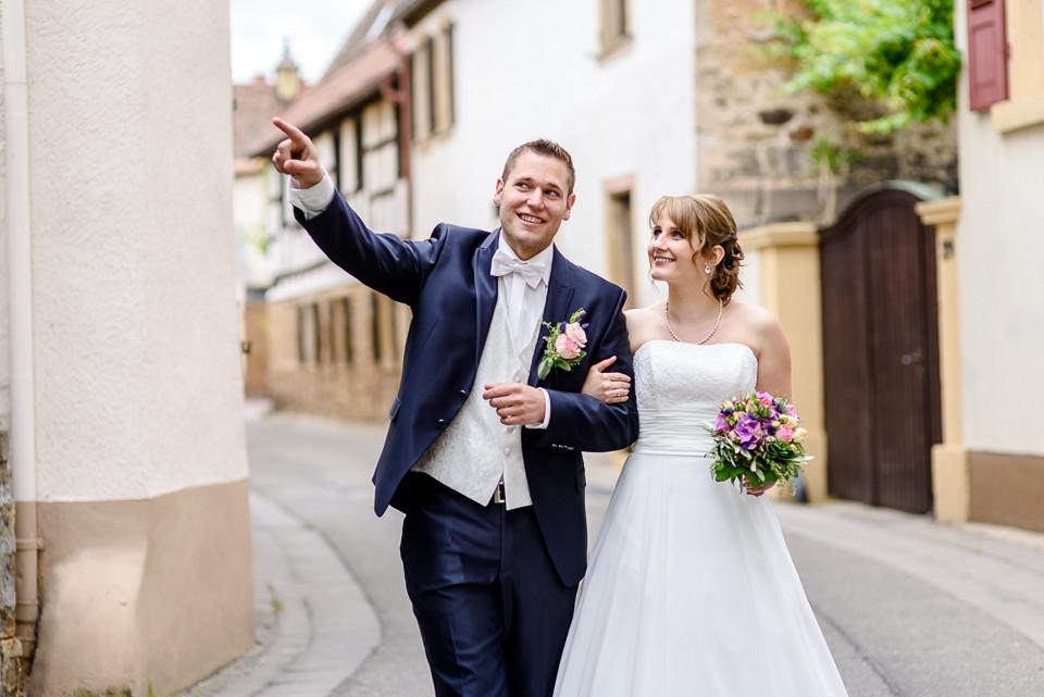 Hochzeitsfotograf Roger Rachel 2015 Pfalz-Neustadt-Gimmeldingen-Netts Restaurant und Landhaus-freie Trauung-romantisch Hochzeitsfotos natuerlich froehlich ungestellt 23.jpg