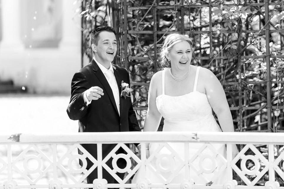 Hochzeitsfotograf_Roger_Rachel_2015_Schwetzingen-Schlosspark-fröhlich-ungestellt_Hochzeitsfotos_natuerlich_froehlich_ungestellt_14.jpg