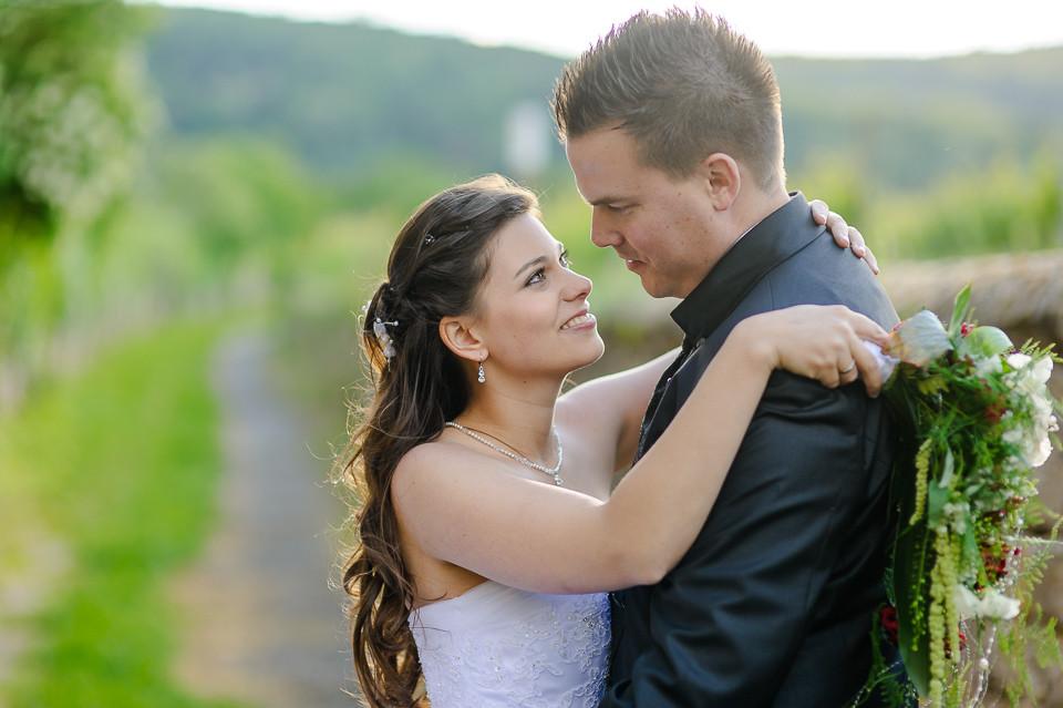 Hochzeitsfotograf_Roger_Rachel_2015_Pfalz-Forst-Deidesheim-fröhlich-romantisch_Hochzeitsfotos_natuerlich_froehlich_ungestellt_18.jpg