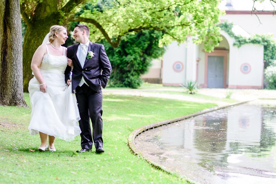 Hochzeitsfotograf_Roger_Rachel_2015_Schwetzingen-Schlosspark-fröhlich-ungestellt_Hochzeitsfotos_natuerlich_froehlich_ungestellt_18.jpg