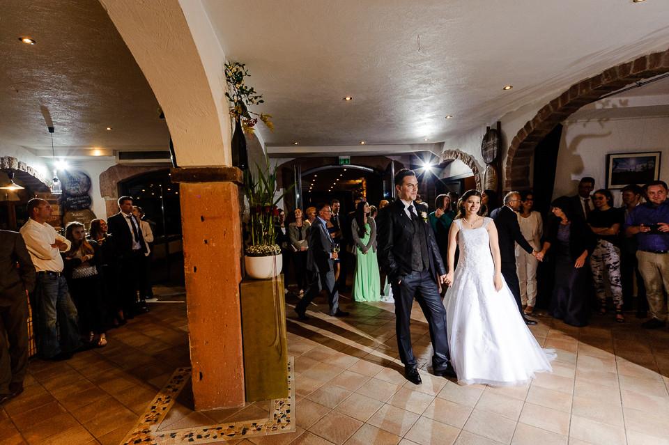 Hochzeitsfotograf_Roger_Rachel_2015_Pfalz-Forst-Deidesheim-fröhlich-romantisch_Hochzeitsfotos_natuerlich_froehlich_ungestellt_46.jpg