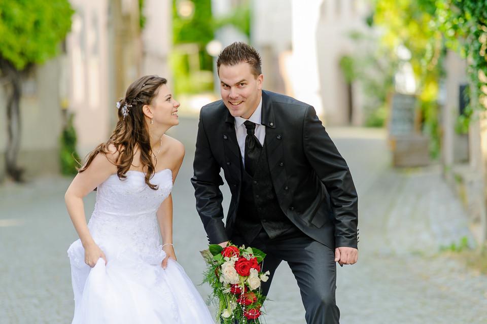 Hochzeitsfotograf_Roger_Rachel_2015_Pfalz-Forst-Deidesheim-fröhlich-romantisch_Hochzeitsfotos_natuerlich_froehlich_ungestellt_12.jpg