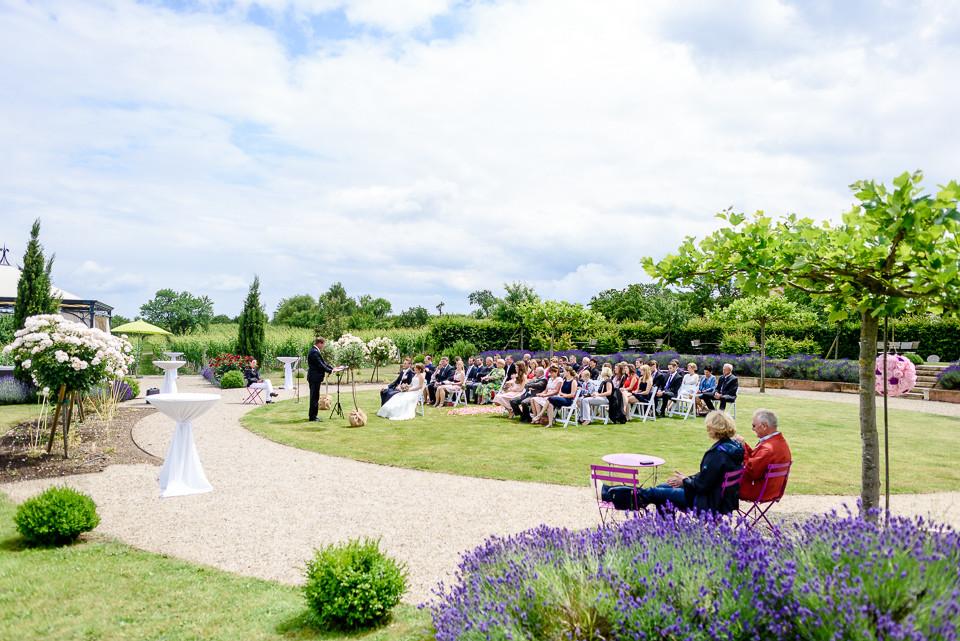 Hochzeitsfotograf Roger Rachel 2015 Pfalz-Neustadt-Gimmeldingen-Netts Restaurant und Landhaus-freie Trauung-romantisch Hochzeitsfotos natuerlich froehlich ungestellt 36.jpg