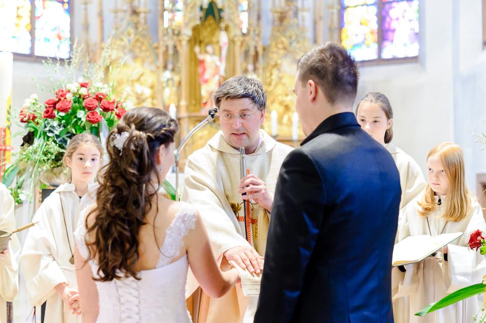 Hochzeitsfotograf_Roger_Rachel_2015_Pfalz-Forst-Deidesheim-fröhlich-romantisch_Hochzeitsfotos_natuerlich_froehlich_ungestellt_34.jpg