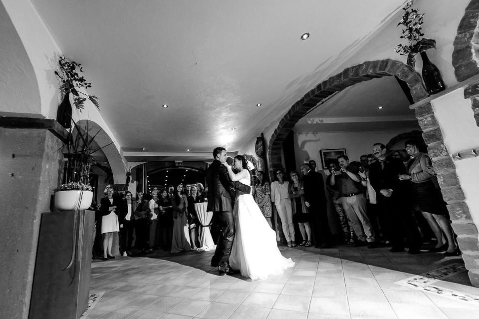 Hochzeitsfotograf_Roger_Rachel_2015_Pfalz-Forst-Deidesheim-fröhlich-romantisch_Hochzeitsfotos_natuerlich_froehlich_ungestellt_47.jpg
