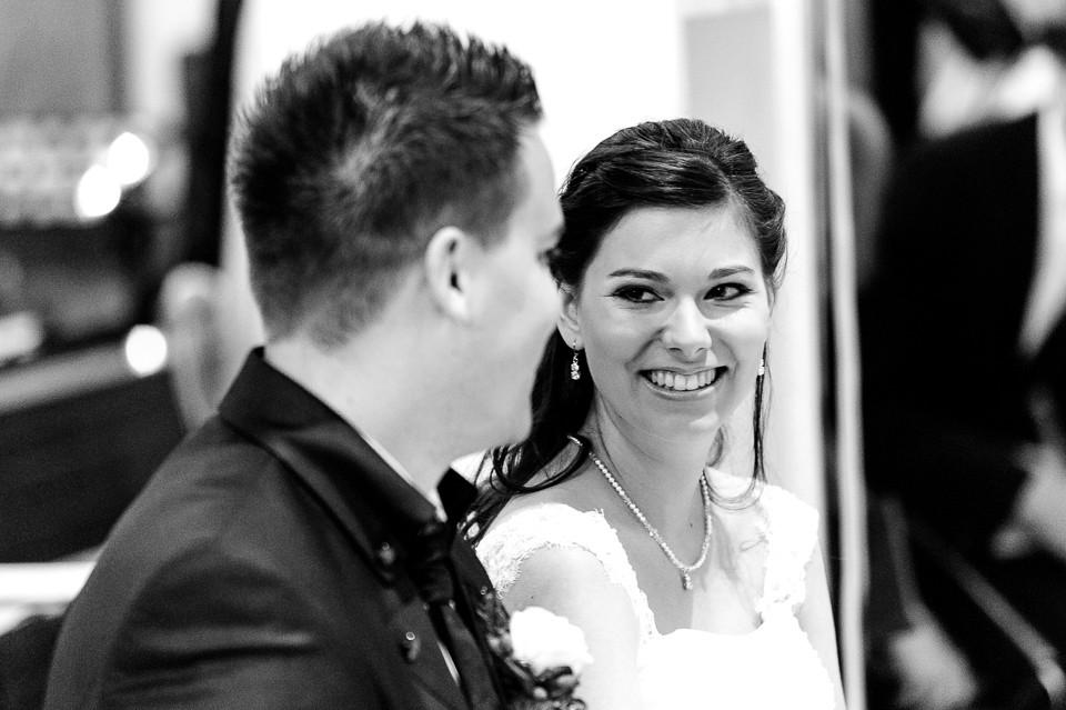Hochzeitsfotograf_Roger_Rachel_2015_Pfalz-Forst-Deidesheim-fröhlich-romantisch_Hochzeitsfotos_natuerlich_froehlich_ungestellt_30.jpg
