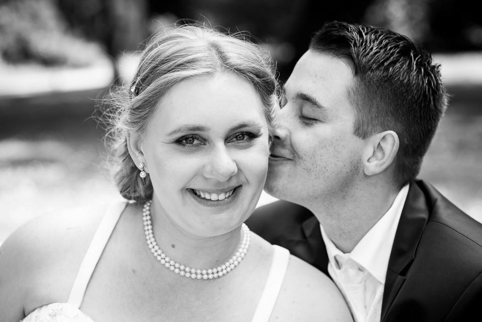 Hochzeitsfotograf_Roger_Rachel_2015_Schwetzingen-Schlosspark-fröhlich-ungestellt_Hochzeitsfotos_natuerlich_froehlich_ungestellt_17.jpg