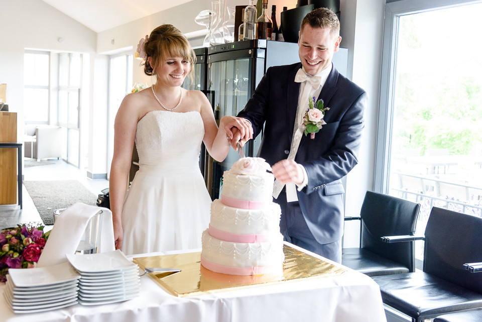 Hochzeitsfotograf Roger Rachel 2015 Pfalz-Neustadt-Gimmeldingen-Netts Restaurant und Landhaus-freie Trauung-romantisch Hochzeitsfotos natuerlich froehlich ungestellt 56.jpg