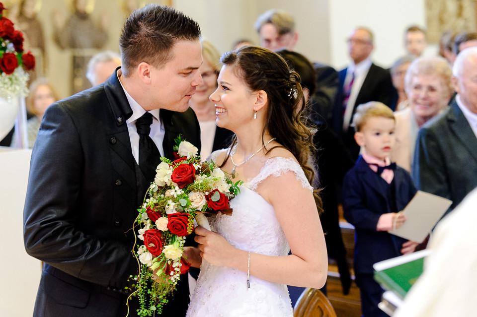 Hochzeitsfotograf_Roger_Rachel_2015_Pfalz-Forst-Deidesheim-fröhlich-romantisch_Hochzeitsfotos_natuerlich_froehlich_ungestellt_28.jpg