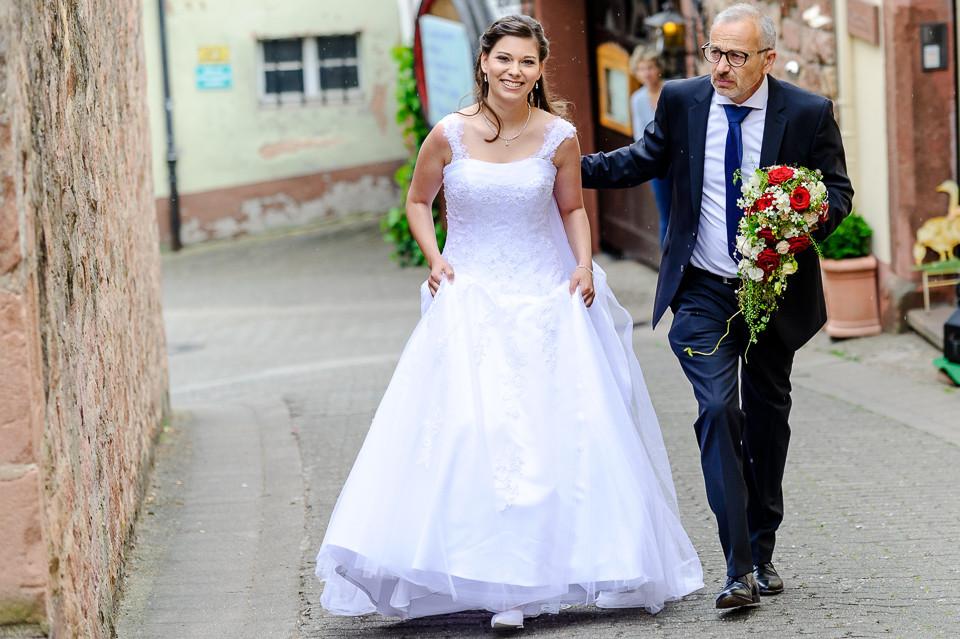 Hochzeitsfotograf_Roger_Rachel_2015_Pfalz-Forst-Deidesheim-fröhlich-romantisch_Hochzeitsfotos_natuerlich_froehlich_ungestellt_26.jpg