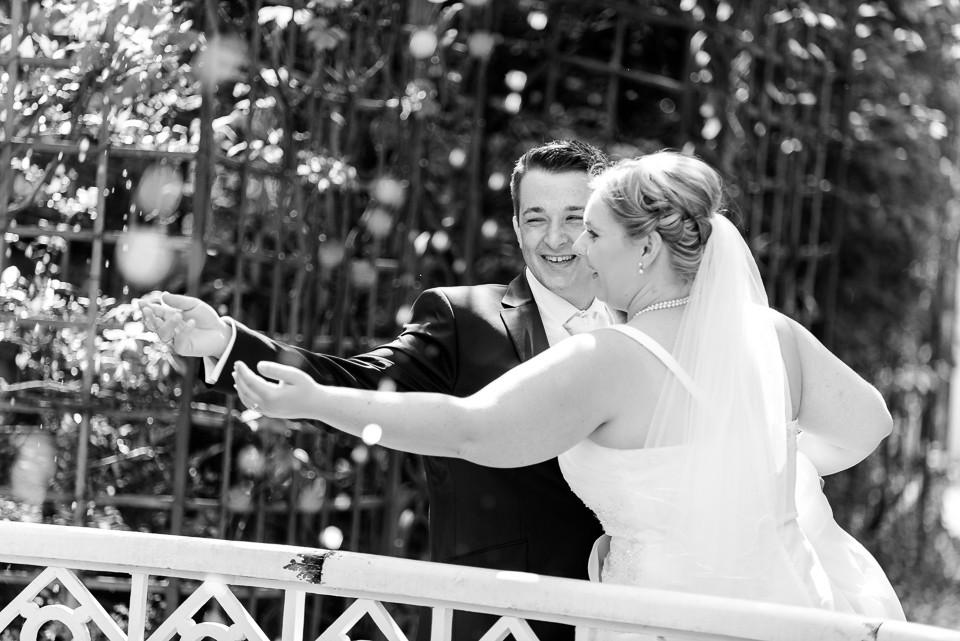 Hochzeitsfotograf_Roger_Rachel_2015_Schwetzingen-Schlosspark-fröhlich-ungestellt_Hochzeitsfotos_natuerlich_froehlich_ungestellt_13.jpg