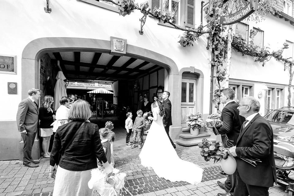 Hochzeitsfotograf_Roger_Rachel_2015_Pfalz-Forst-Deidesheim-fröhlich-romantisch_Hochzeitsfotos_natuerlich_froehlich_ungestellt_42.jpg