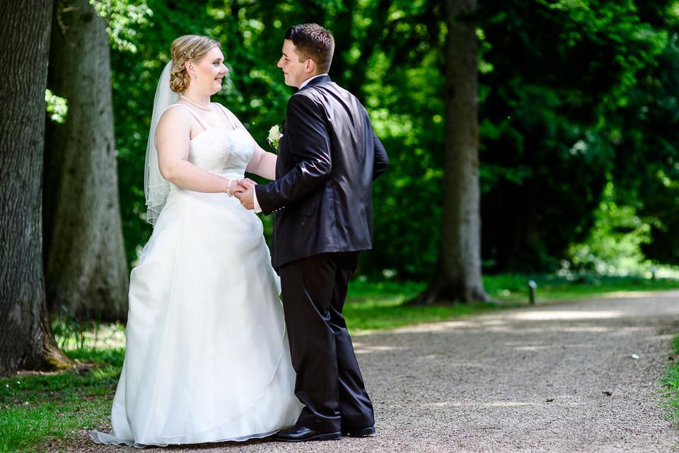 Hochzeitsfotograf_Roger_Rachel_2015_Schwetzingen-Schlosspark-fröhlich-ungestellt_Hochzeitsfotos_natuerlich_froehlich_ungestellt_15.jpg