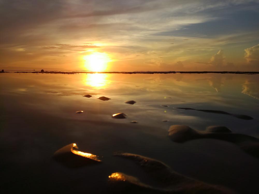 (写真:インドネシア・バリ島の曙光 2017年3月撮影)