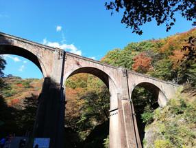 めがね橋と紅葉