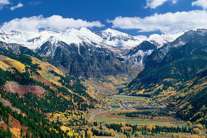 00-holding-telluride-colorado-travel-gui