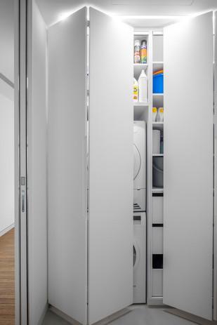 מגדלי  בלו דירת יוקרה חדר כביסה מוסתר בארון