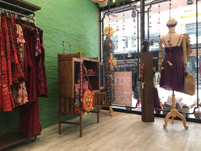 פרקט חנות בגדים